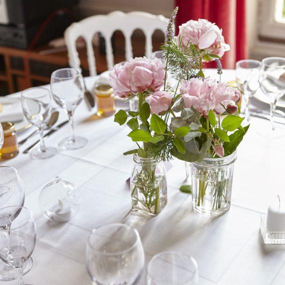 Table de reception dressée pour mariage