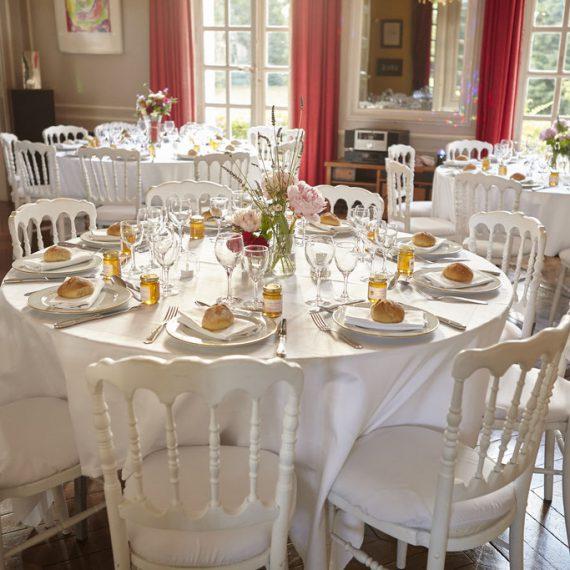 Table dressee pour reception au chateau du bois de la lune